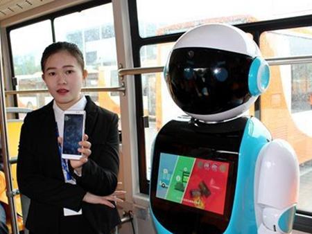 小鸟电动车吗美景_纯电动公交车搭载呆萌机器人 智能巴士成为广州风景- 智造家