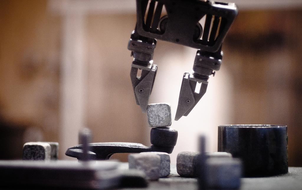 大公司头条|苹果新园区用于汽车研发;赛灵思推AI芯片,挑战英伟达英特尔